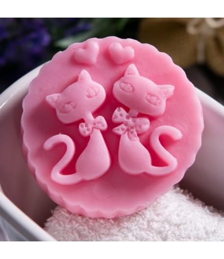 Mydło glicerynowe - 2 kotki w medalionie - różowe - LaQ 60 g